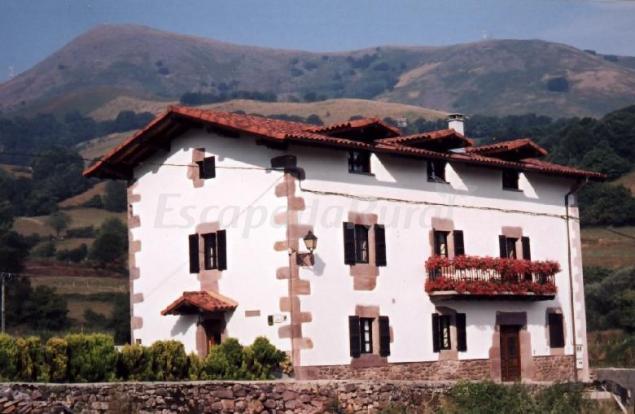 Casa rural habitaciones eguzkialde casa rural en amaiur maya navarra - Casa rural amaiur ...