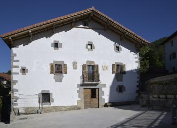 Fernandorena, Palacio de Agorreta