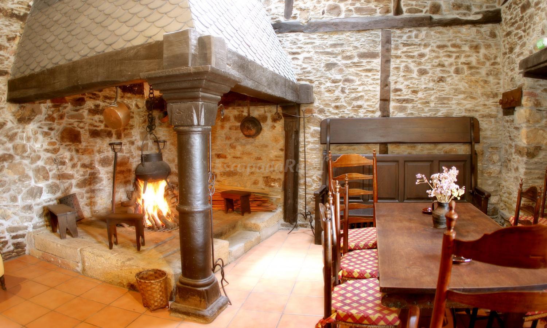 Fotos de hotel monumento 4 pazo do castro casa rural en - Cocinar en la chimenea ...