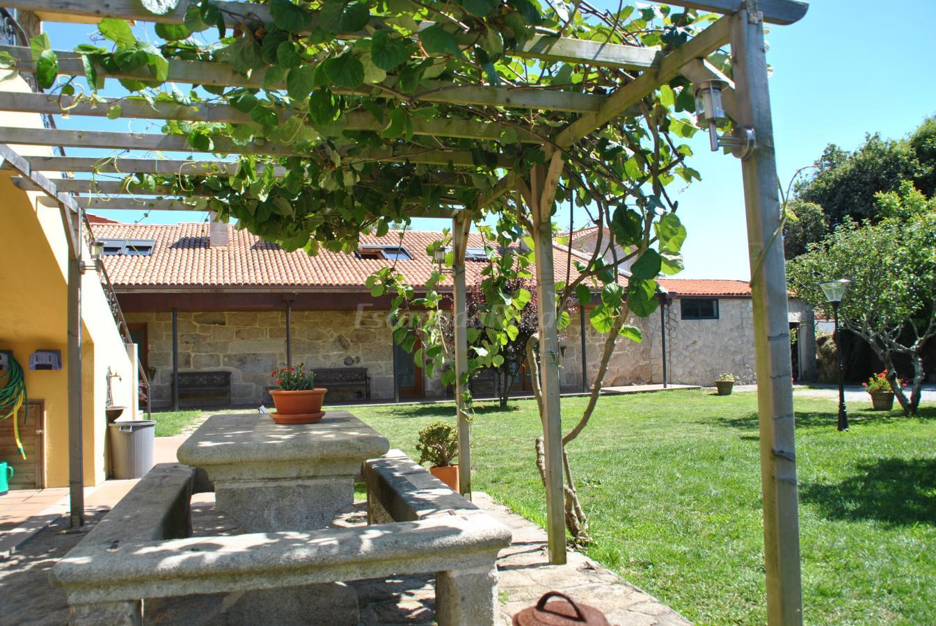 Fotos de casa o canastro casa rural en moa a pontevedra - Casas con piscina en galicia ...