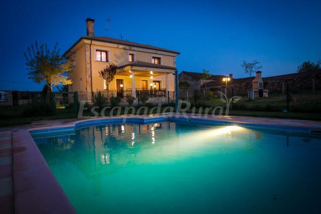 Casa mirasierra de valdecarpinteros casa rural en ciudad rodrigo salamanca - Casas rurales madrid con piscina ...