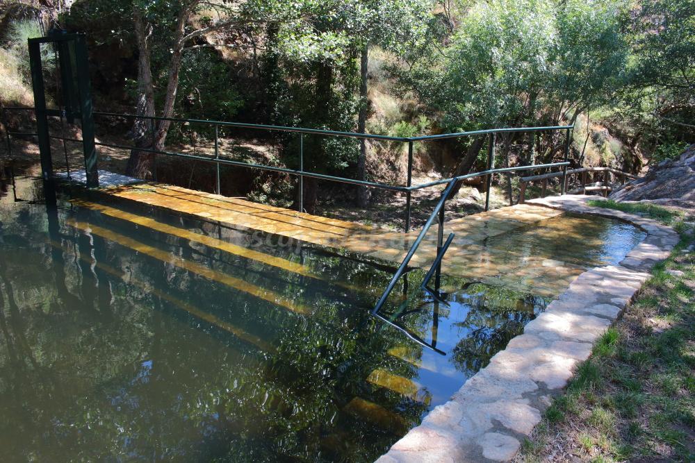 Fotos de casas rurales los monteros casa rural en for Escapada rural piscinas naturales