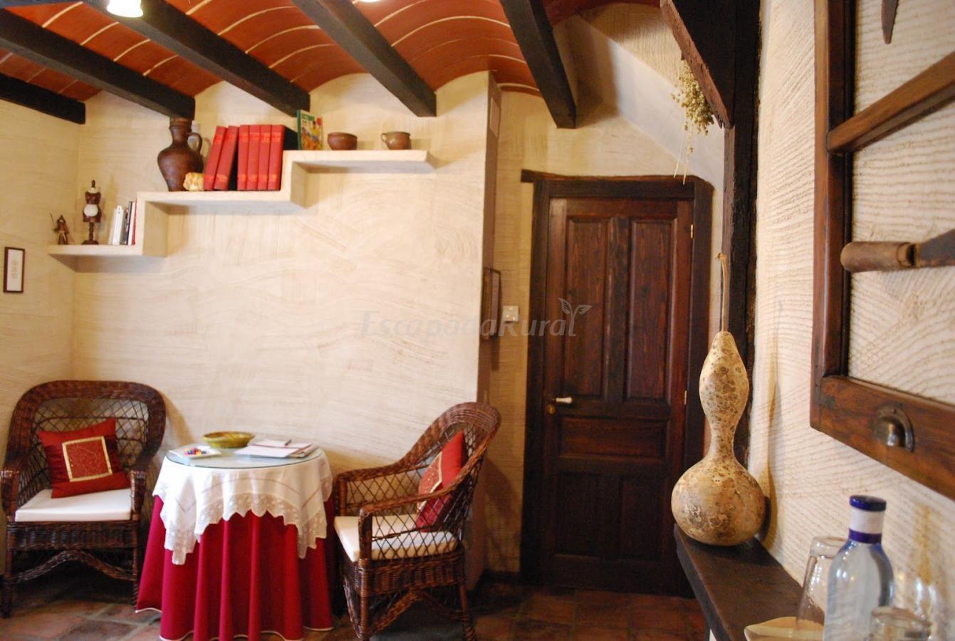 Fotos de casa troylo casa rural en san mart n del - Libros antiguos para decoracion ...