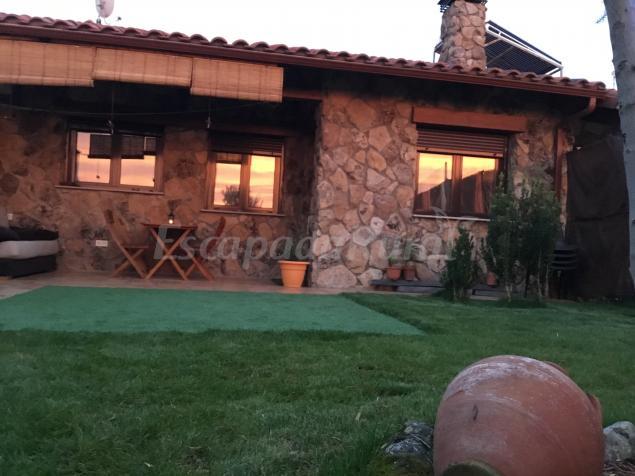 Casa rural los olivos zarapicos casa vacanze azarapicos for Piscina climatizada campo de tiro salamanca