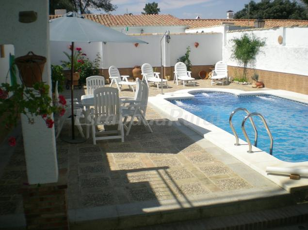 Patio y piscina