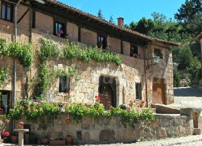 12 casas rurales en molinos de duero soria for Piscinas soria