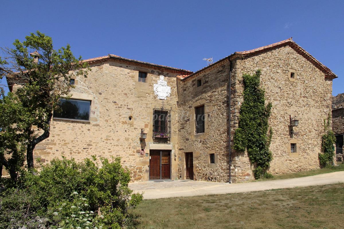 Fotos de casa grande del acebal casa rural en ar valo de for Casas rurales alicante con piscina