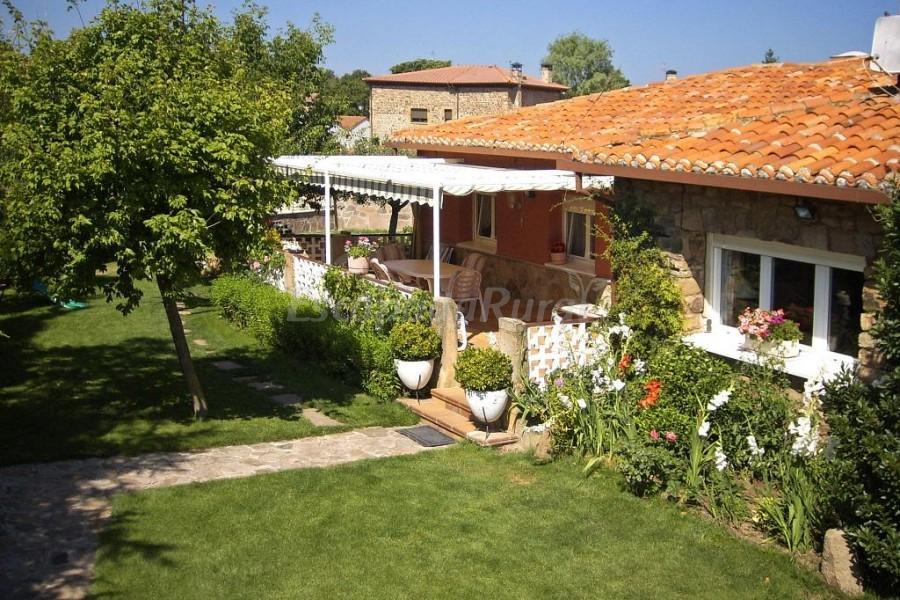 Fotos de villa mila casa rural en tera soria for Piscinas soria