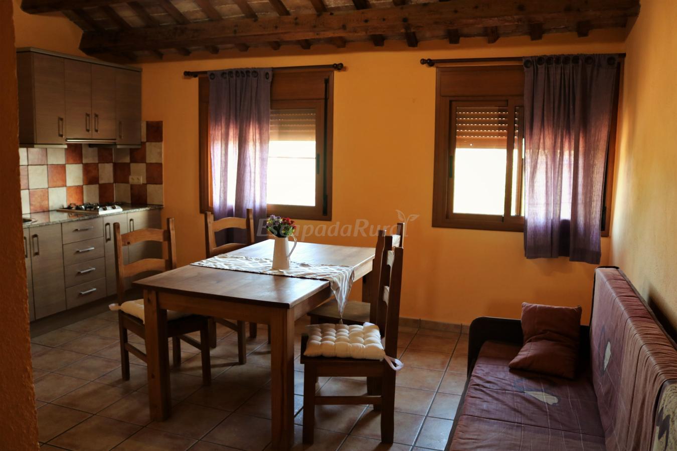 Fotos de alojamiento casa rosana casa rural en deltebre for Sala 0 tarragona
