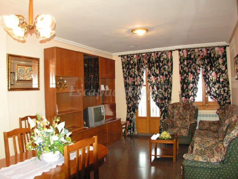 Fotos de casa alicia apartamentos bronchales casa rural en bronchales teruel - Casa rural bronchales ...