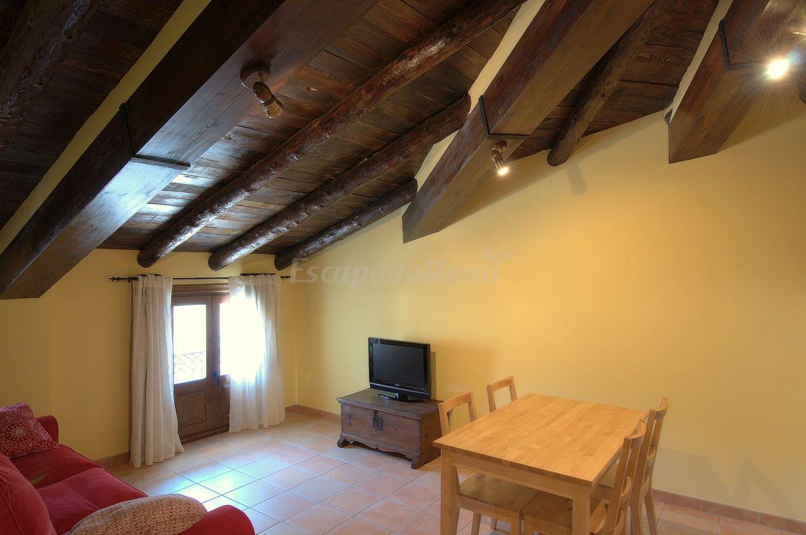 Fotos de apartamentos cine capicol casa rural en albarrac n teruel - Casa rural gea de albarracin ...
