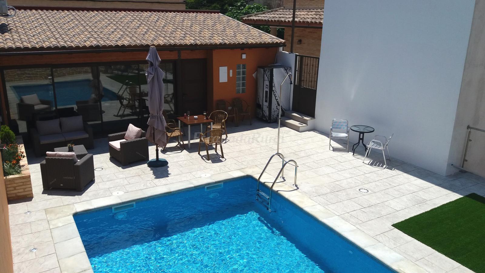 Fotos de bielas y pistones apart rurales las eras casa rural en castelser s teruel - Casas rurales teruel con piscina ...