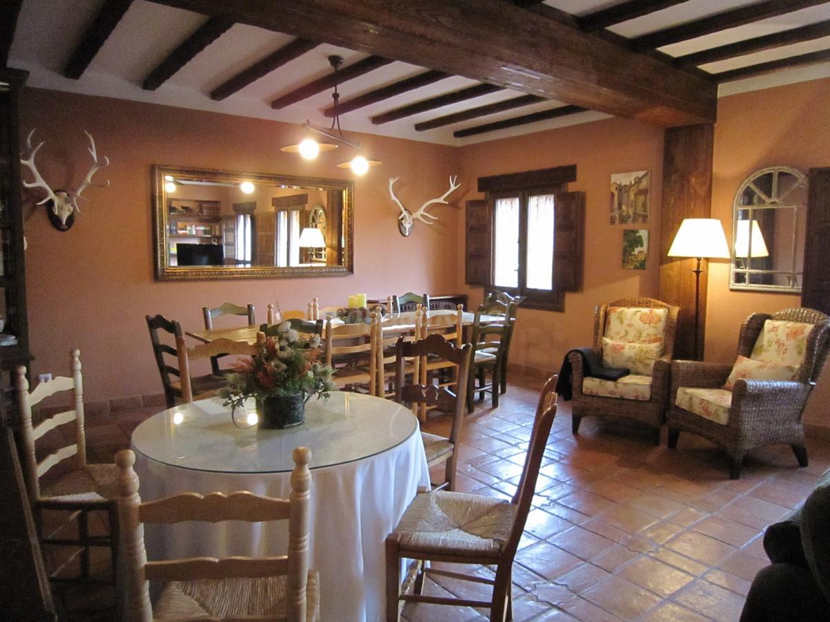 Fotos de do a jara casa rural en buenasbodas toledo - Tipos de mesas de comedor ...