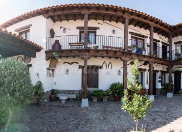Casa la corrala casa rural en mazarambroz toledo Casa rural veragua