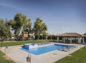 El trogloturismo turismo rural en casas cueva for Casa rural 15 personas con piscina