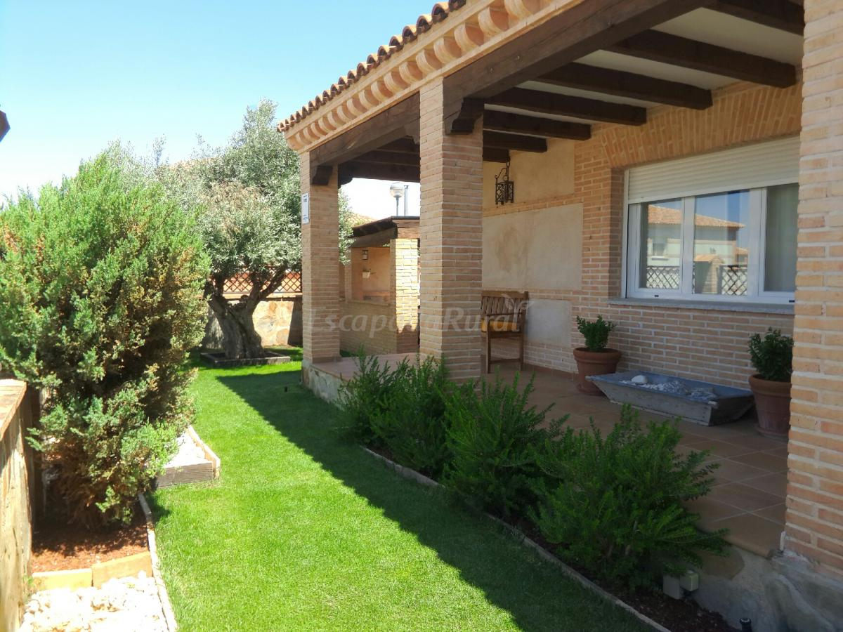 Fotos de casa el cipr s casa rural en cobisa toledo for Jardin cipres