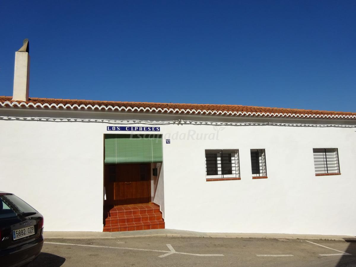 Fotos de los cipreses casa de campo em bolbaite valencia - Casa de campo en valencia ...