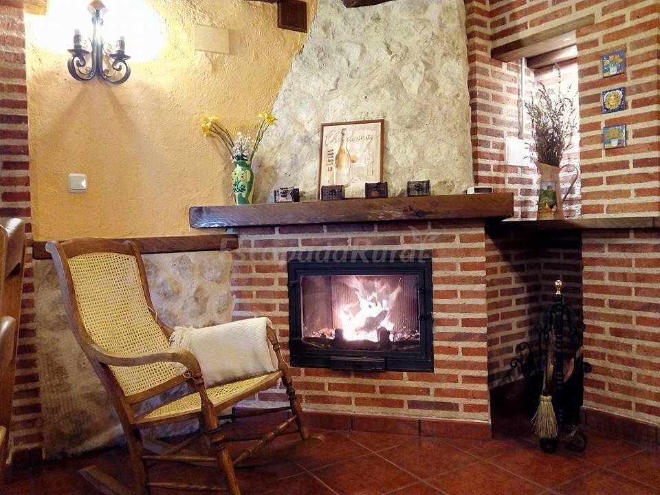 Fotos de villa calera casa rural en rueda valladolid - Chimeneas valladolid ...