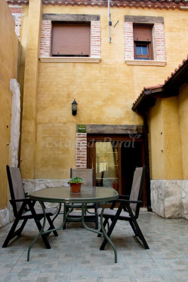 Vivienda Turística El Caneco - Casa rural en Tordesillas ...