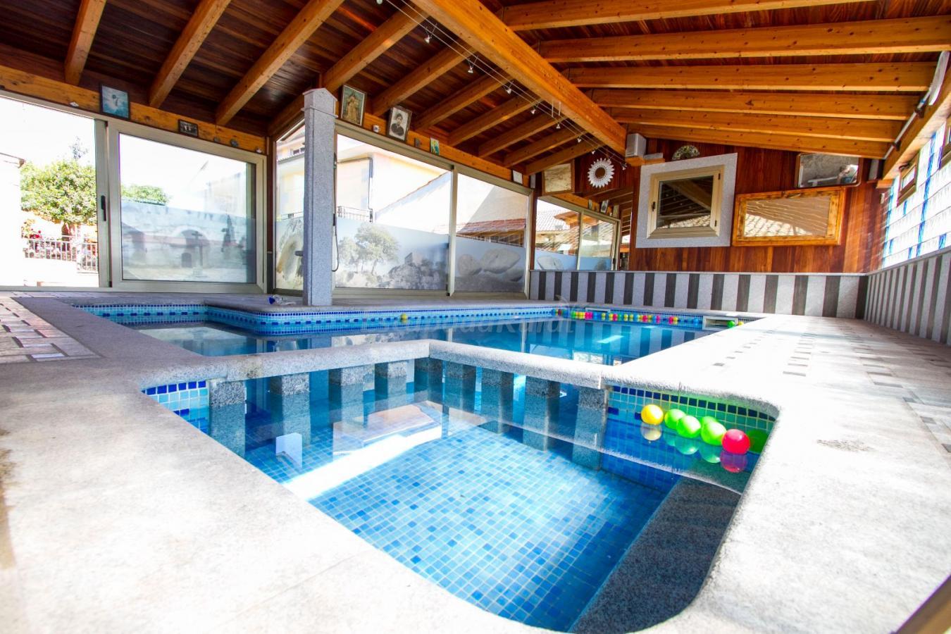 Fotos de casa rural leocadia y casa clemente casa rural for Casas con piscina dentro