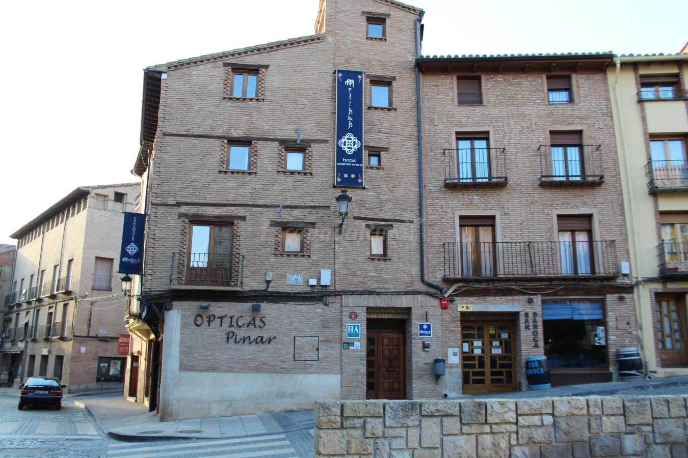 Fotos de hotel apartamentos melihah casa rural en for Apartahotel zaragoza