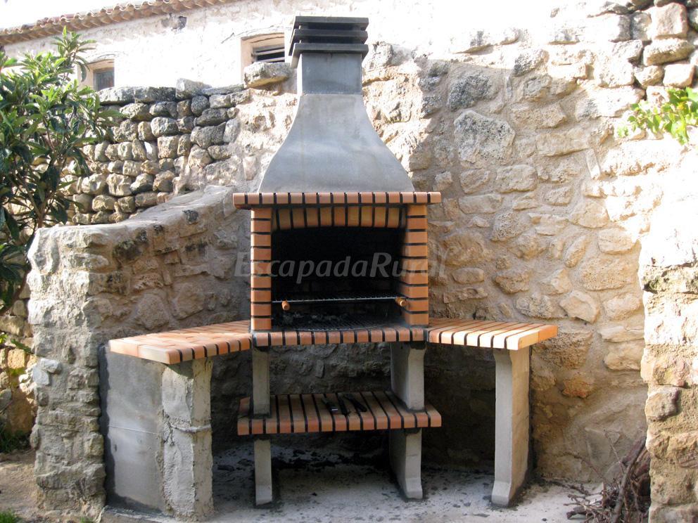 Fotos de la casa del pintor casa rural en fuendetodos - Planos barbacoas de obra ...