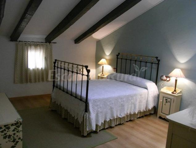 Casa tolosa casa rural en las cuerlas zaragoza for Sofas tolosa
