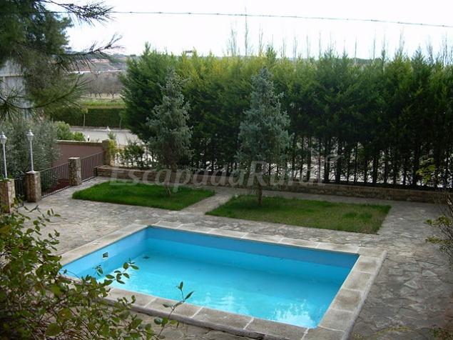 32 casas rurales con piscina en zaragoza for Casas rurales en badajoz con piscina
