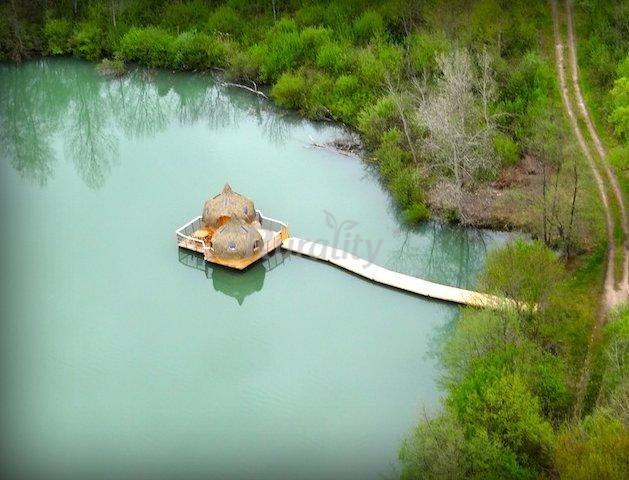 foto di les cabanes des grands lacs casa rural en chassey l s montbozon haute sa ne. Black Bedroom Furniture Sets. Home Design Ideas