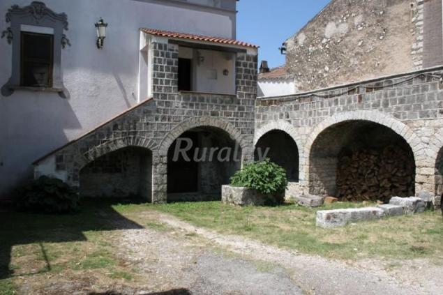 Villa de pertis casa rural en dragoni caserta for Costo medio a lato di una casa a 2 piani