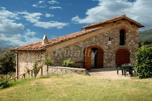 Foto di fattoria torre a cona casa vacanze asan donato for Piani di casa contemporanea in collina