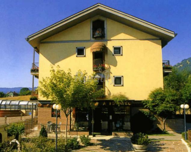 Hotel sport daniel casa rural en pescasseroli l 39 aquila - Casa rural daniel ...