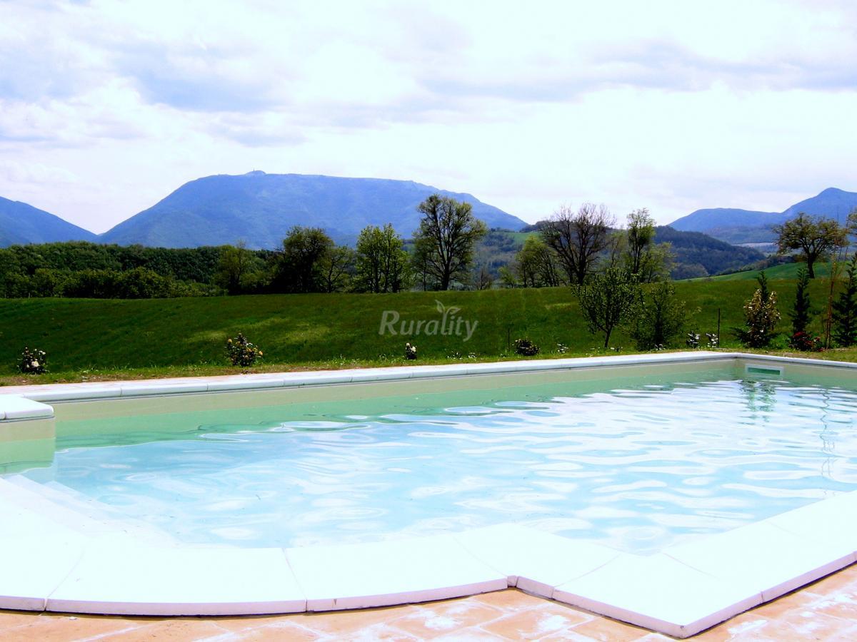 Foto di castell 39 onesto casa rural en cagli pesaro e urbino for Piscina urbino
